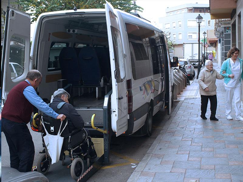 Ayudía: Centro de día transporte adpatado